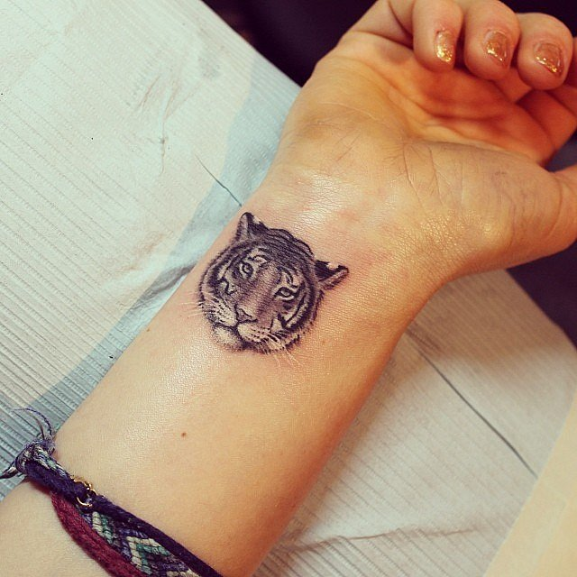 Татуировка тигр у девушек