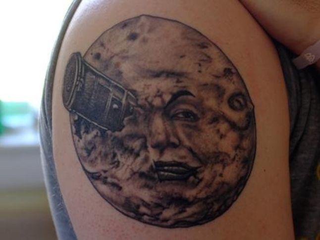 Тату луна у парней