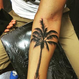 Татуировка пальма у парней