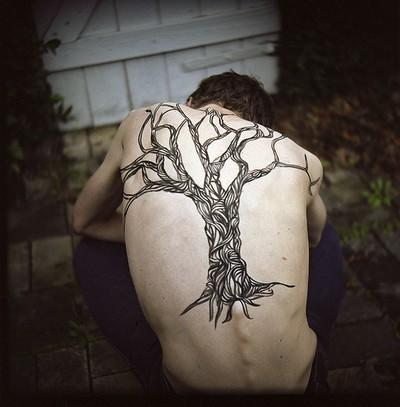 Татуировка дерево у парней