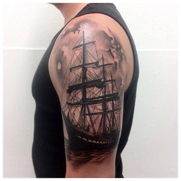 Татуировка корабль у парней