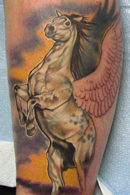 Татуировка пегас у мужчины