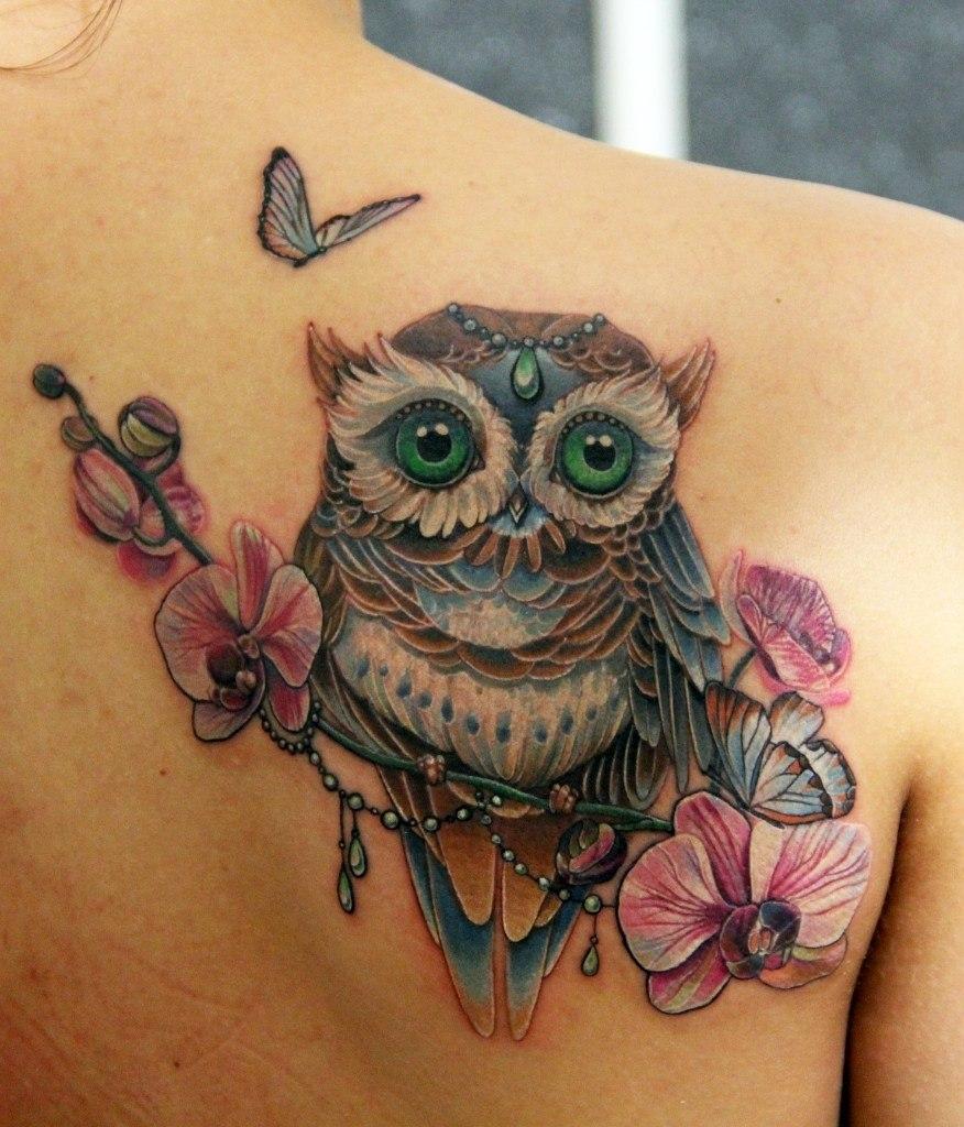 Татуировка совы у девушки