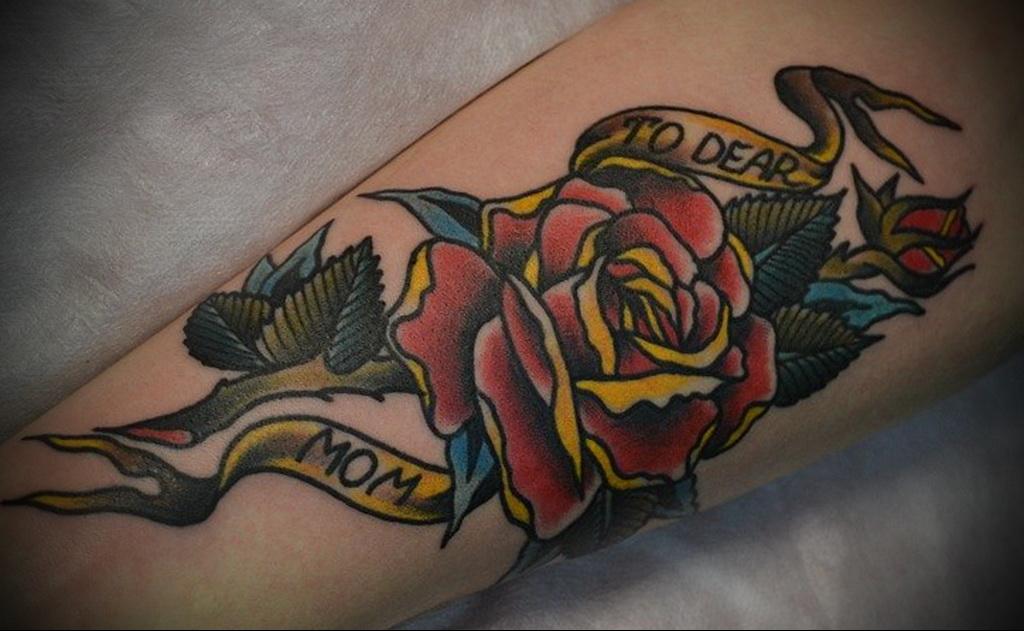 Татуировка роза у парней