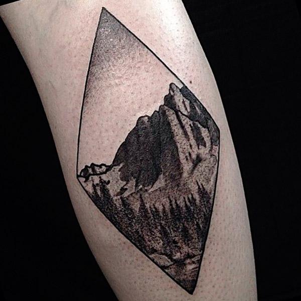Татуировка горы у парней