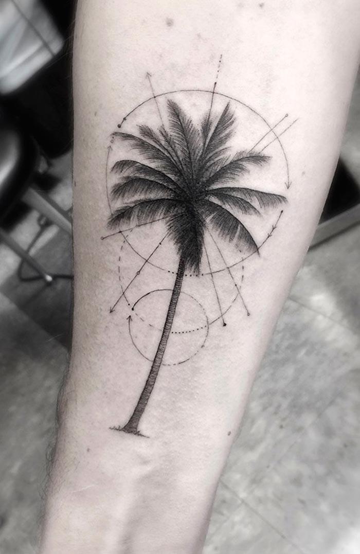 Татуировка пальма у девушек