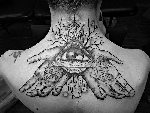 Татуировка всевидящее око у парней