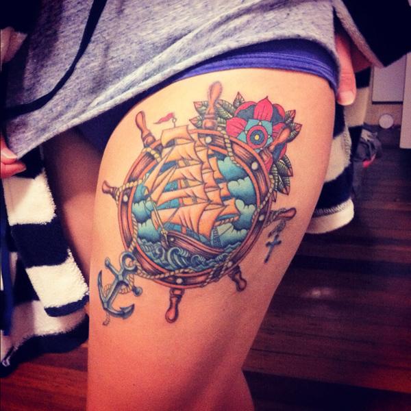 Татуировка корабль у девушек
