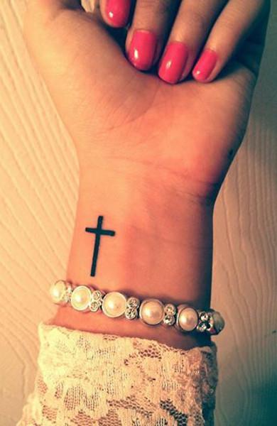 крест на руке тату картинки